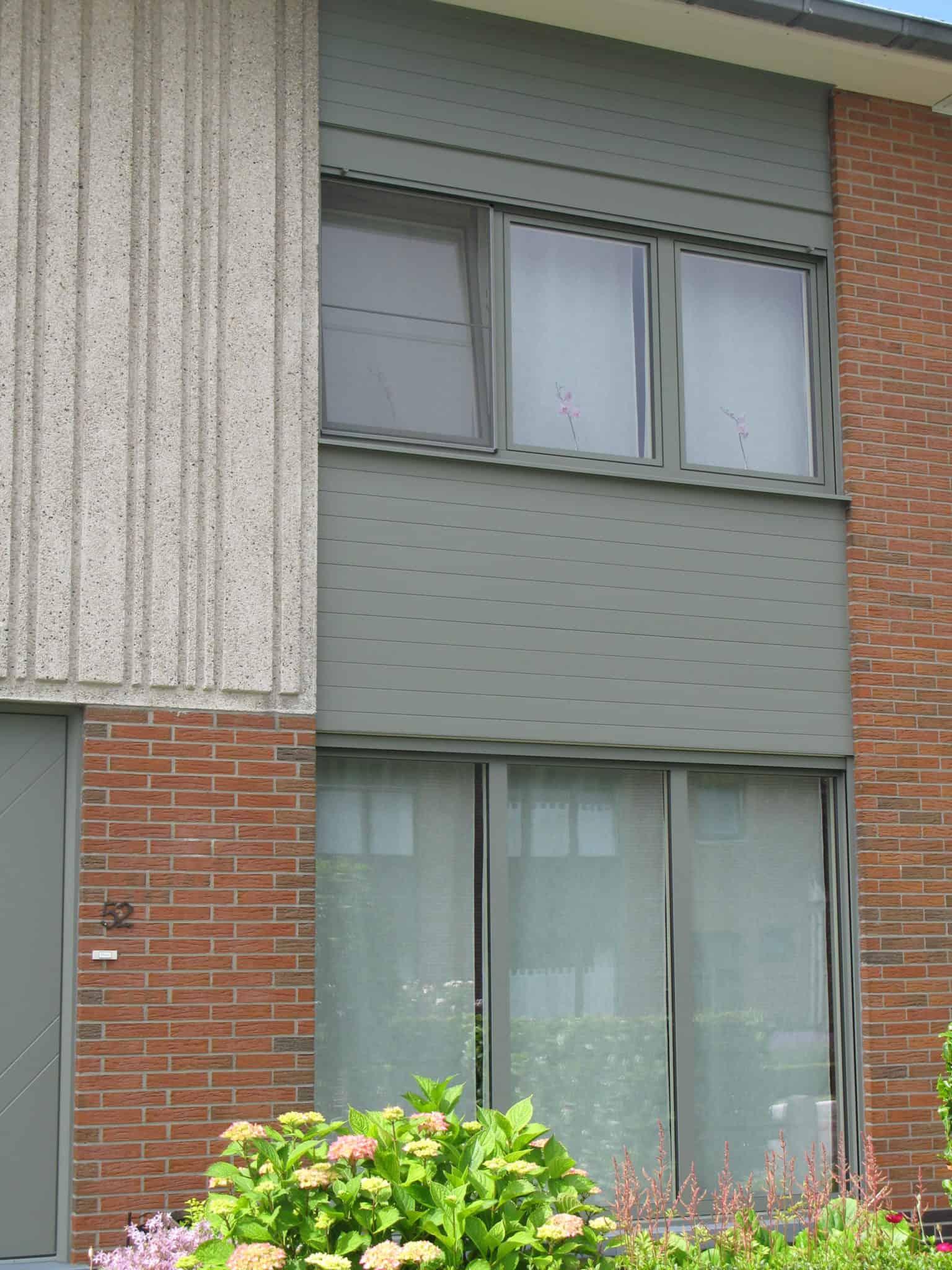 Tijdloze en grijze aluminium ramen