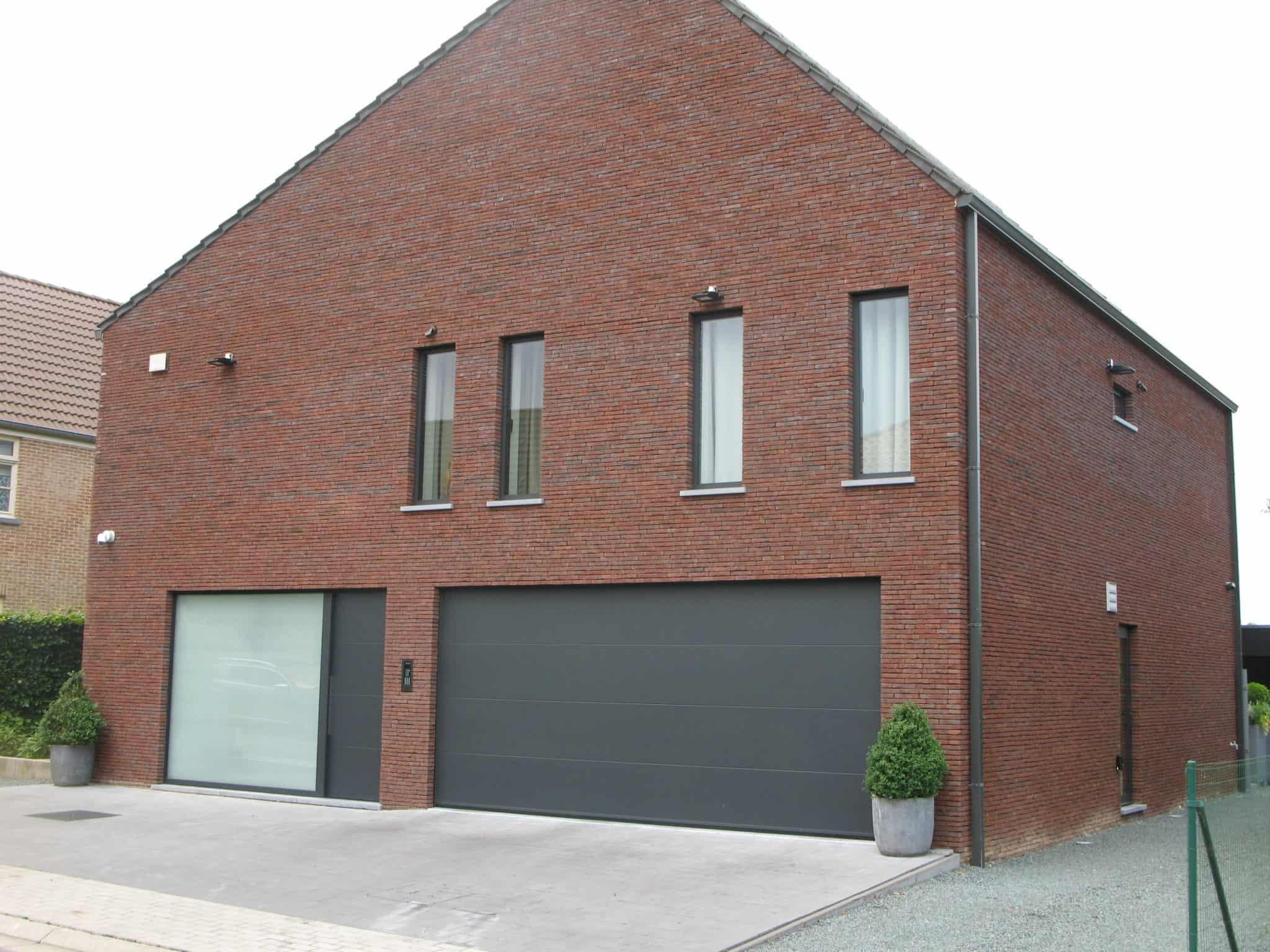Aluminium ramen, deuren en garagepoort
