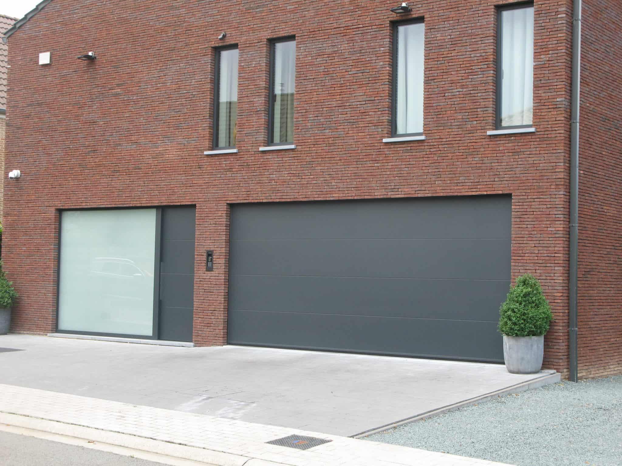 Moderne aluminium deuren en garagepoort